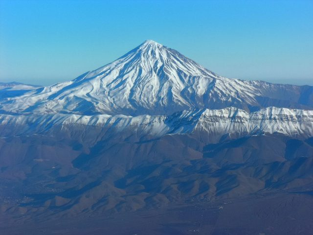 1280px-Aerial_View_of_Damavand_26.11.2008_04-25-38